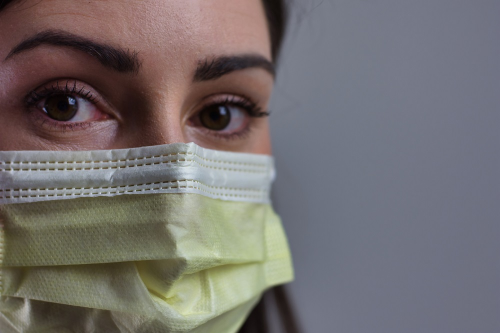 female-healthcare-worker-wearing-mask-dr-nadine-macaluso-psychologist-nyc